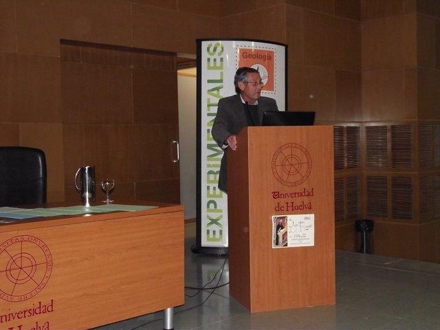 Miguel Delibes durante la conferencia