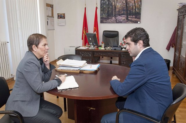 Uxue Barkos y Javier Ollo, alcalde de Alsasua.