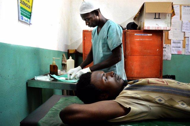 Un hombre es atendido tras ser herido con un machete en República Centroafricana