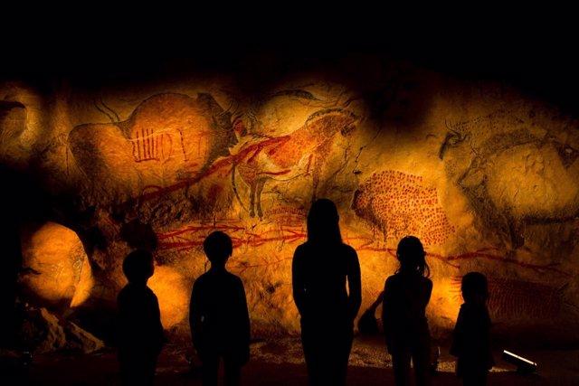 Nota De Prensa La Asoc. Int. Caminos De Arte Rupestre Prehistórico Celebra Su As