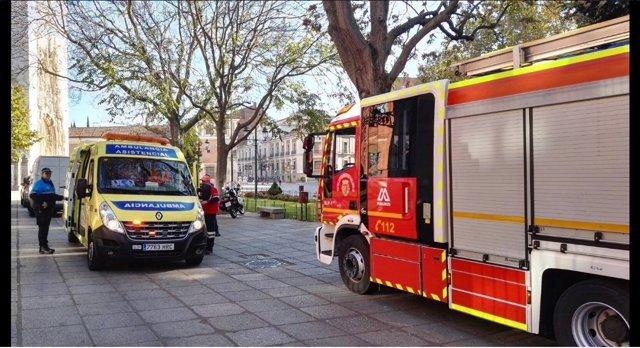 Bomberos y una ambulancia a las puertas del Instituto