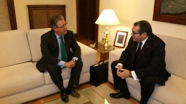 El ministro de Interior, Juan Ignacio Zoido, con el conseller Jordi Jané
