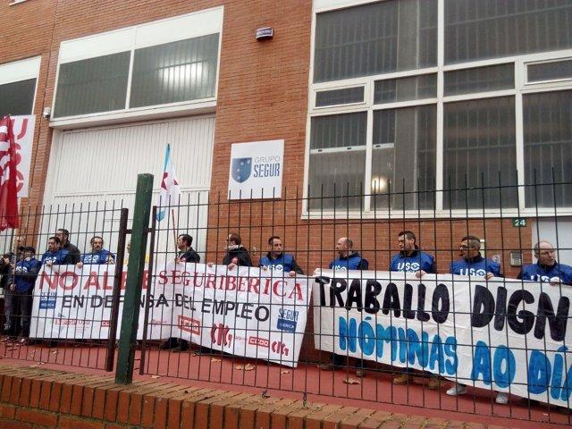 Protesta de trabajadores de Segur Ibérica en Oleiros