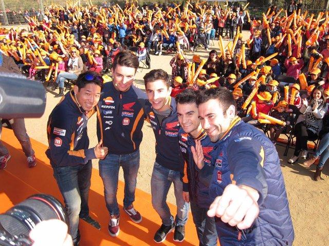 Selfie de los pilotos del Repsol Honda Team