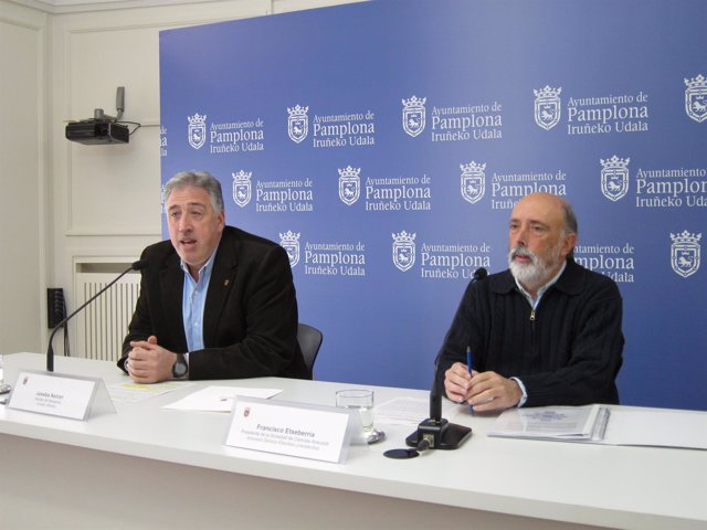Joseba Asiron y Pacto Etxeberria en la rueda de prensa