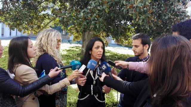 Marta Bosquet (Ciudadanos) atiende a los periodistas