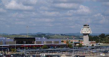 """PP dice que el aeropuerto cerrará el año con """"110.000 pasajeros menos""""..."""