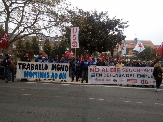 Concentración de trabajadores de Segur Ibérica