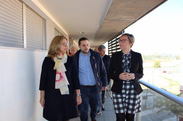 Salvador visita una promoción de viviendas destinadas a personas mayores
