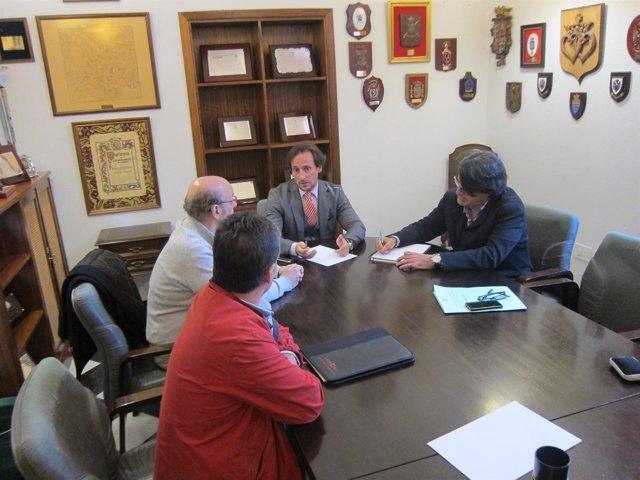 Reunión entre ayuntamiento y afectados por la explosión en Cáceres
