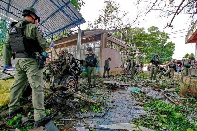 Explosión de un coche bomba en el distrito de Yaring, Tailandia