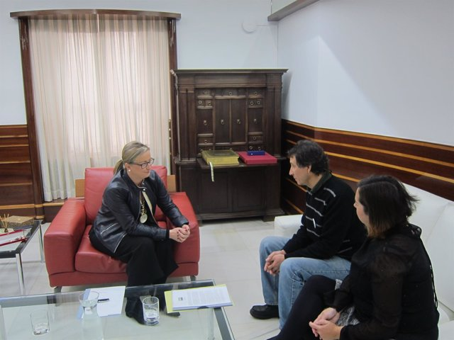 Reunión entre Blanca Martín y Plataforma de Refugiados Extremadura