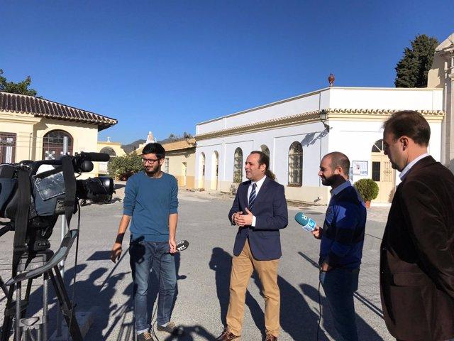 Visita del portavoz de Ciudadanos, Juan Cassá, a la plaza del Patrocinio