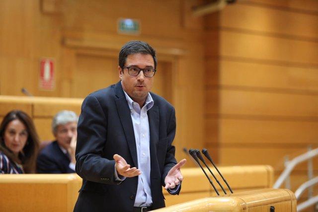 Óscar López en el Senado