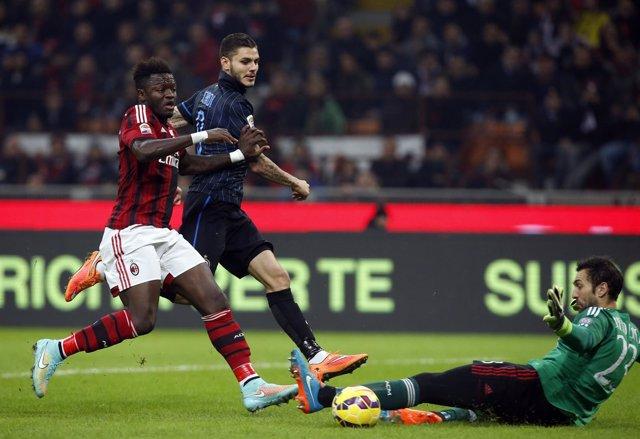 Diego López le detiene una ocasión a Icardi, del Inter de Milán