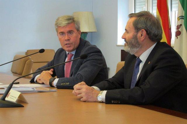 José Enrique Fernández de Moya (i), junto al subdelegado en Jaén, Juan Lillo.