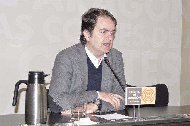 Roberto Bermúdez de Castro, en rueda de prensa en las Cortes