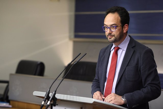 Rueda de prensa de Antonio Hernando en el Congreso