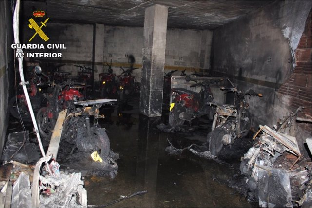Garaje con las motos quemadas