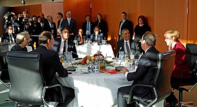 Los líderes de la UE con Obama en Berlín