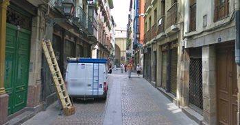 Radicales golpean a un matrimonio en el Casco Viejo de Bilbao por...