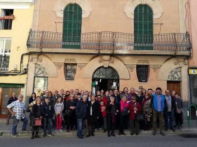 Grupo de ciudadanos que han realizado la visita