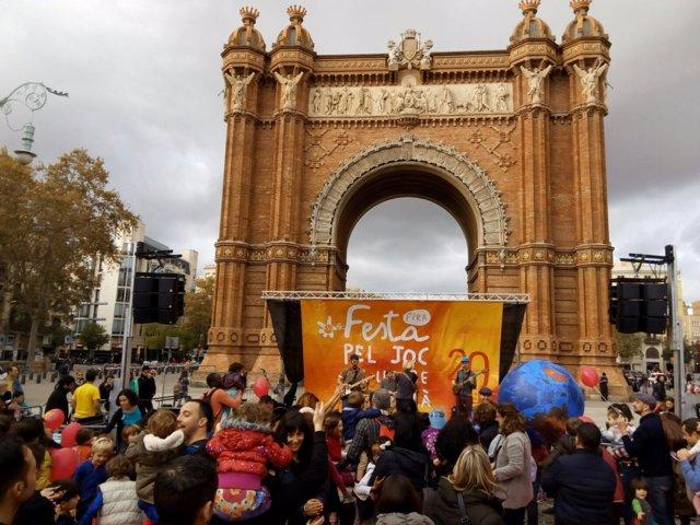 13 Festa Pel Joc Y El Lleure En Català En El Paseo Lluís Companys De Barcelona