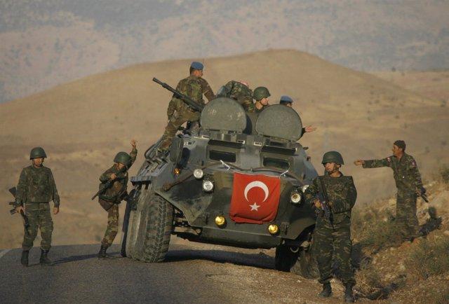 Militares turcos de patrulla