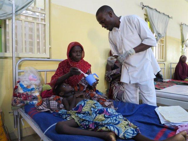 Una niña desnutrida en una clínica de MSF en Maiduguri