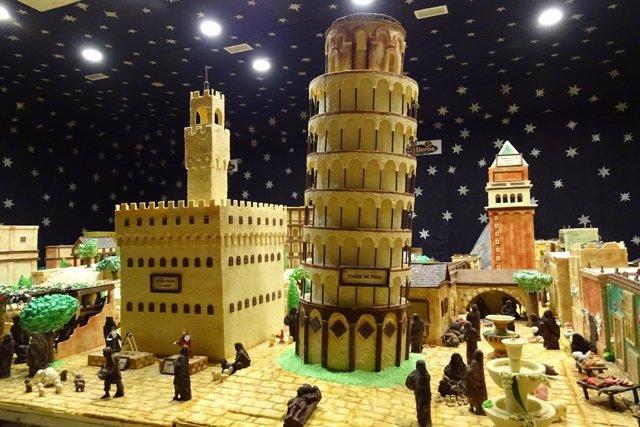 Torre de Pisa y Palacio Vecchio de Florencia en el Belén de Chocolate de Rute