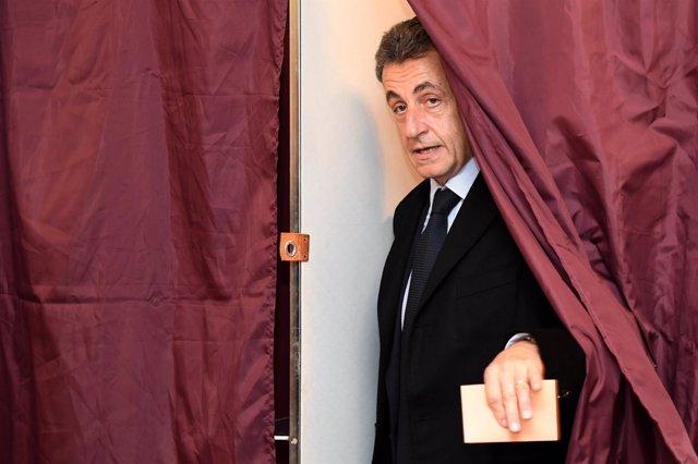 Nicolas Sarkozy vota en las primarias de centroderecha