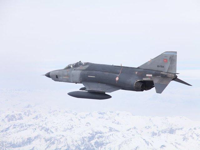 Avión De Combate Turco