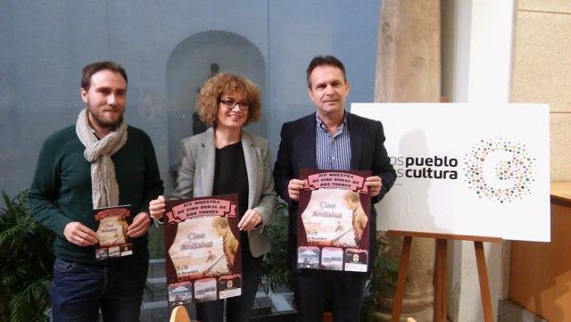 Ruz, entre Torres (dcha.) y Coleto, presenta la Muestra de Cine de Dos Torres
