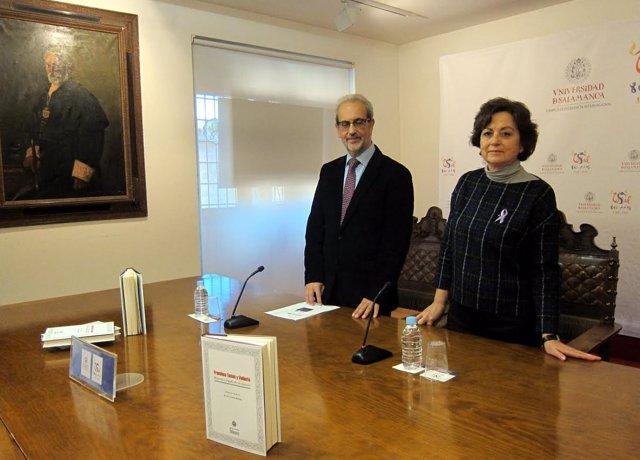 La profesora María Paz Alonso Romero y el rector de la USAL, Daniel Hernández Ru