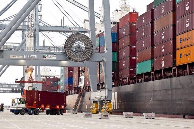 Contenedores en el Puerto de Tarragona, mercancías