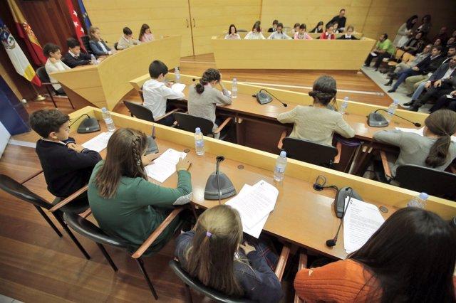 Niños de 10 colegios piden en un Pleno infantil una asignatura de Lectura