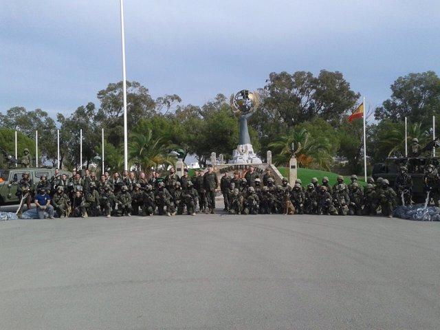 El Rey Felipe VI con las unidades del MOE al finalizar el ejercicio