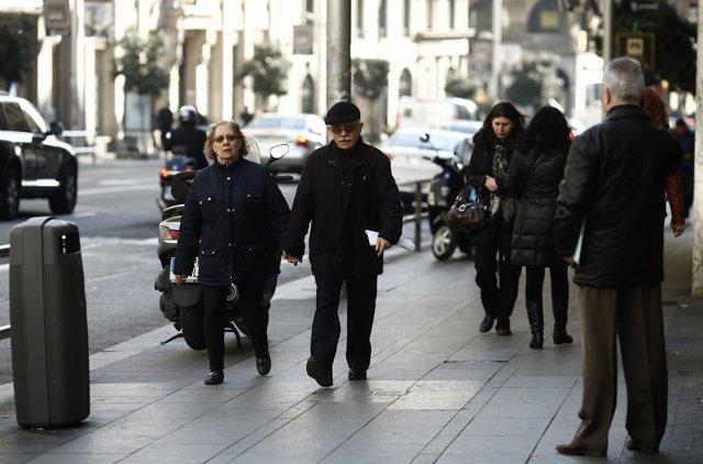 Gente paseando, paseo, caminando, andando