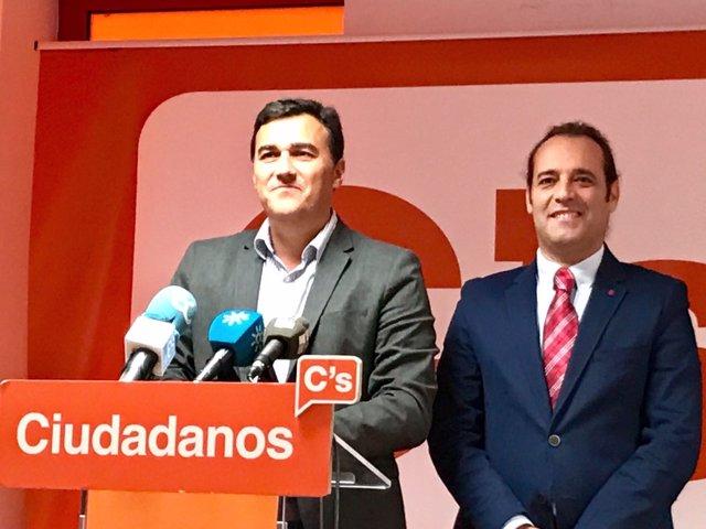 Carlos Hernández y Juan Cassá en rueda de prensa.