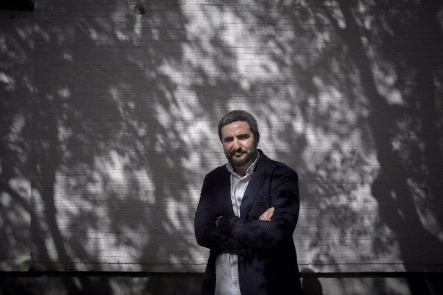 El escritor Daniel Ruiz , premio Tusquets con 'La gran ola'