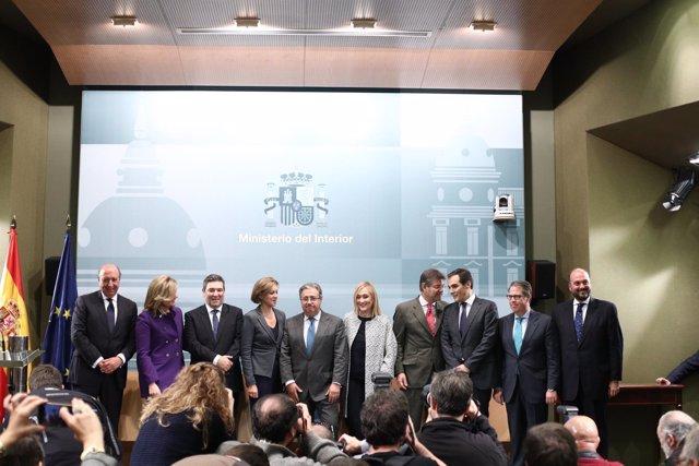 Fotografía de familia de Juan Ignacio Zoido con sus altos cargos de Interior