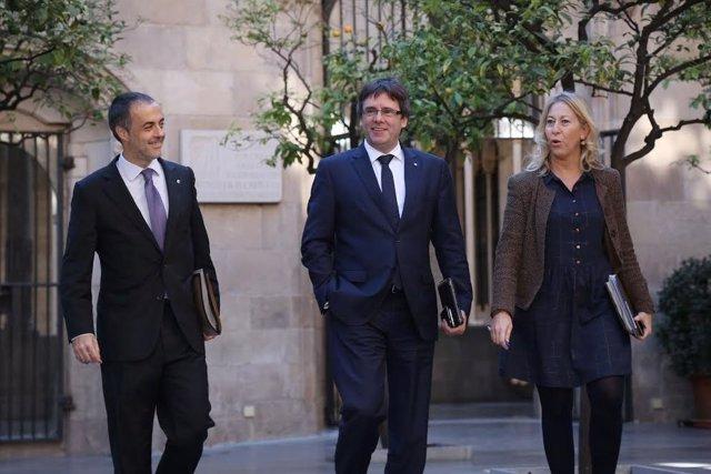 El secretario del Govern J.V.Ciurana, el pte.C.Puigdemont y la portavoz N.Munté