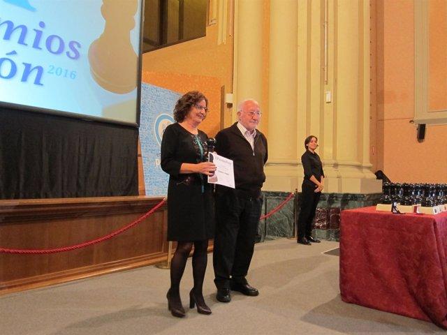 La consejera María Victoria Broto ha recogido el Premio Peón para el Gobierno