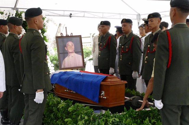 Entierro de Ferdinand Marcos en el Cementerio de los Héroes