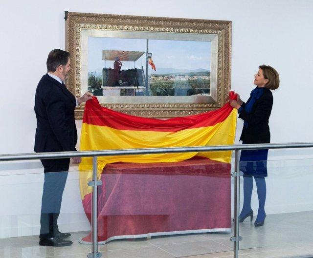 Cospedal descubre el cuadro de Ferrer Dalmau donado al Mando de Operaciones