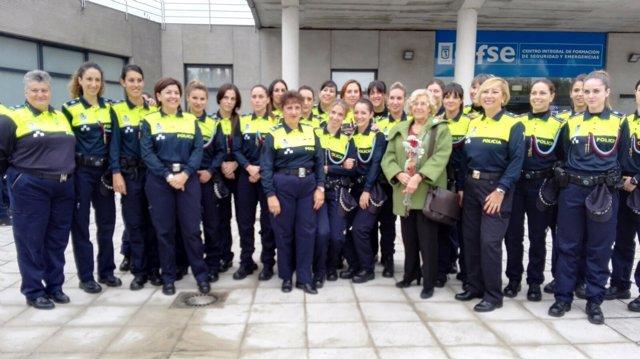 Carmena con policías municipales