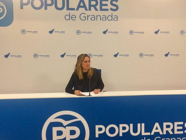 La parlamentaria del PP Marifrán Carazo en rueda de prensa