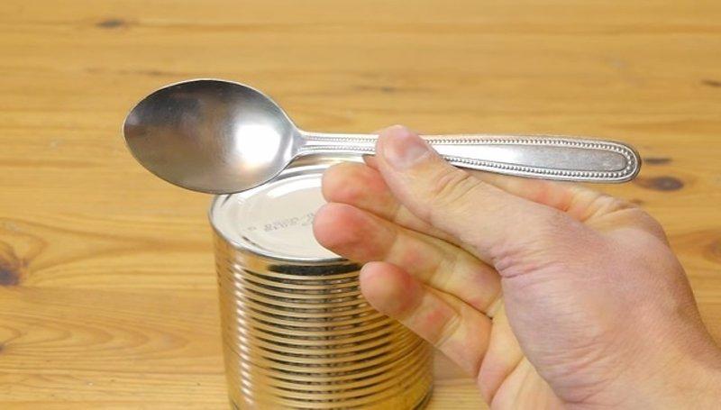 Resultado de imagen para como abrir una lata sin abrelatas