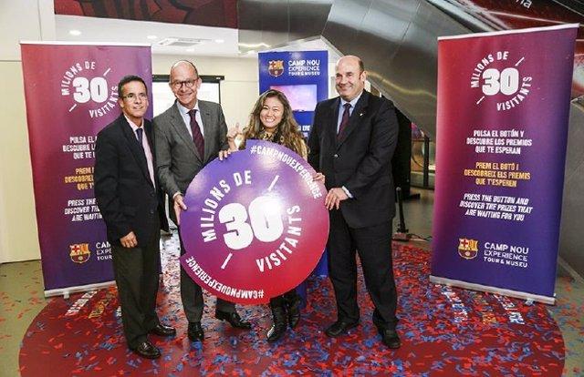 Visitante 30 millones del Museu Barça con J.Cardoner y Ò.Grau