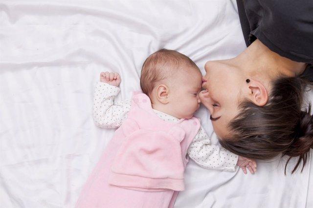 España cada vez pospone más la maternidad